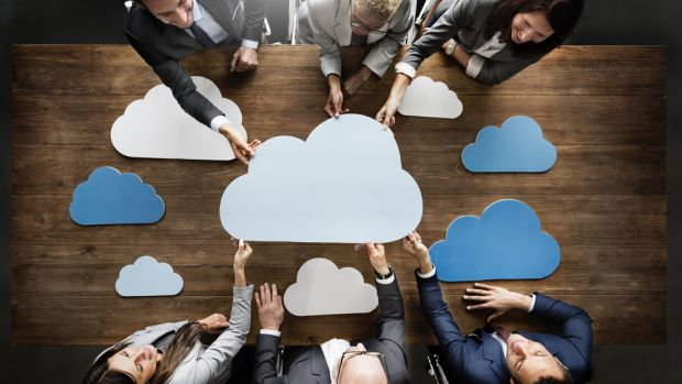 https://itzone.com.vn/wp-content/uploads/2018/11/cloud-and-hybrid-technology-tops-the-priority-list-for-businesses.jpg