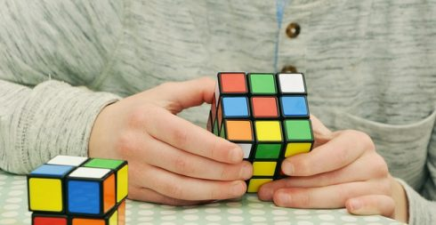 https://itzone.com.vn/wp-content/uploads/2019/04/magic-cube-1976725_640-490x253.jpg