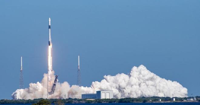NASA phải trả cho SpaceX 55 triệu USD với mỗi chỗ lên tàu vũ trụ