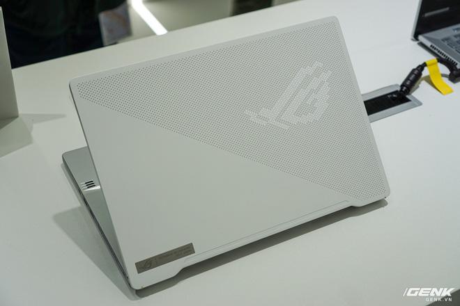 Trên tay ASUS Zephyrus G14: Laptop chơi game nhưng khá gọn nhẹ, ấn tượng với dải đèn LED Mini ở nắp máy, chạy AMD Ryzen 4800HS, đồ họa lên đến RTX 2060