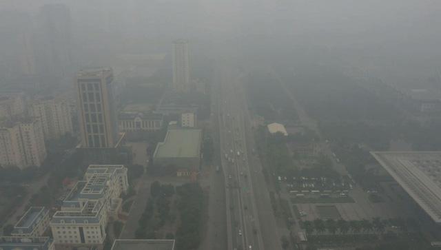 Nhiều tòa nhà mờ ảo nhìn từ flycam, chất lượng không khí ở Hà Nội suy giảm