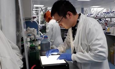 """Vắc-xin Covid-19 """"made in Vietnam"""" vượt tiến độ dự kiến, nhiều khả năng sẽ sẵn sàng trong vòng một năm tới"""